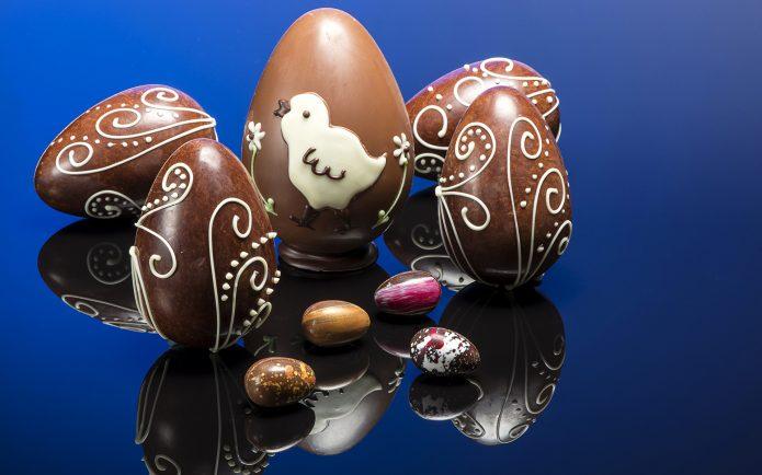 Шоколадные яйца с узорами