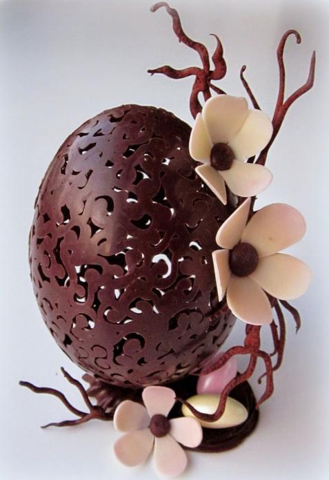 Кружевное шоколадное яйцо