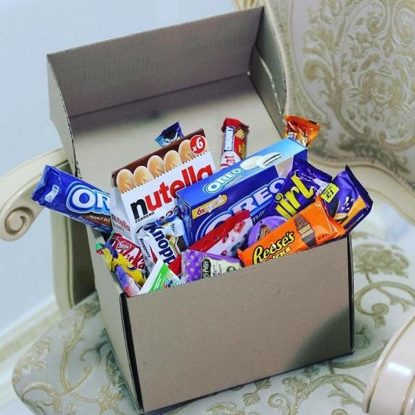 Обычная коробка со сладостями