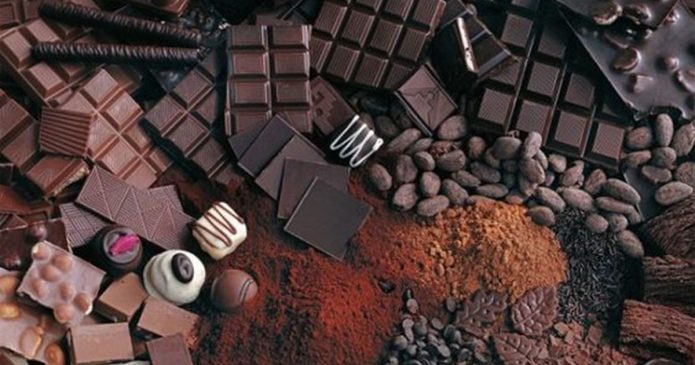 шоколад на столе