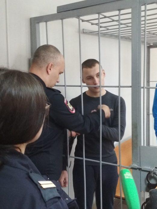 Общественники просят освободить осужденного за кражу шоколадки детдомовца