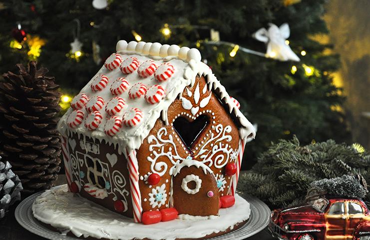 Быстрый торт без выпечки «Новогодний домик», приготовить который проще простого
