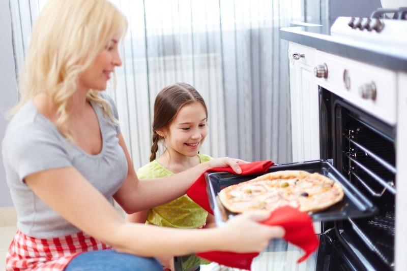 3 секрета тонкого и хрустящего теста для пиццы