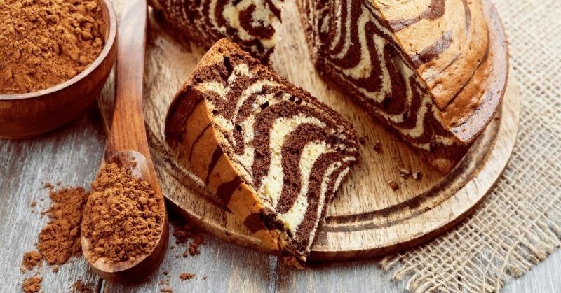 Яркий сметанный пирог «Зебра», который захочется съесть весь и сразу