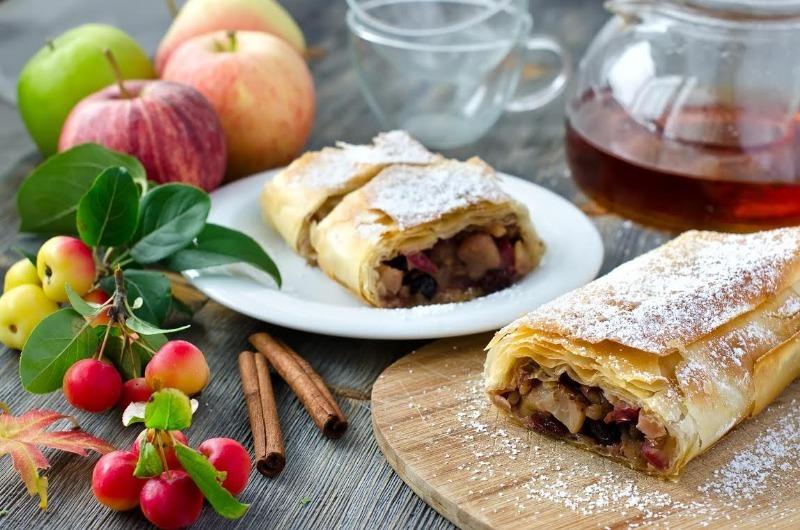 7 знаменитых десертов, которые легко испечь из готового слоеного теста
