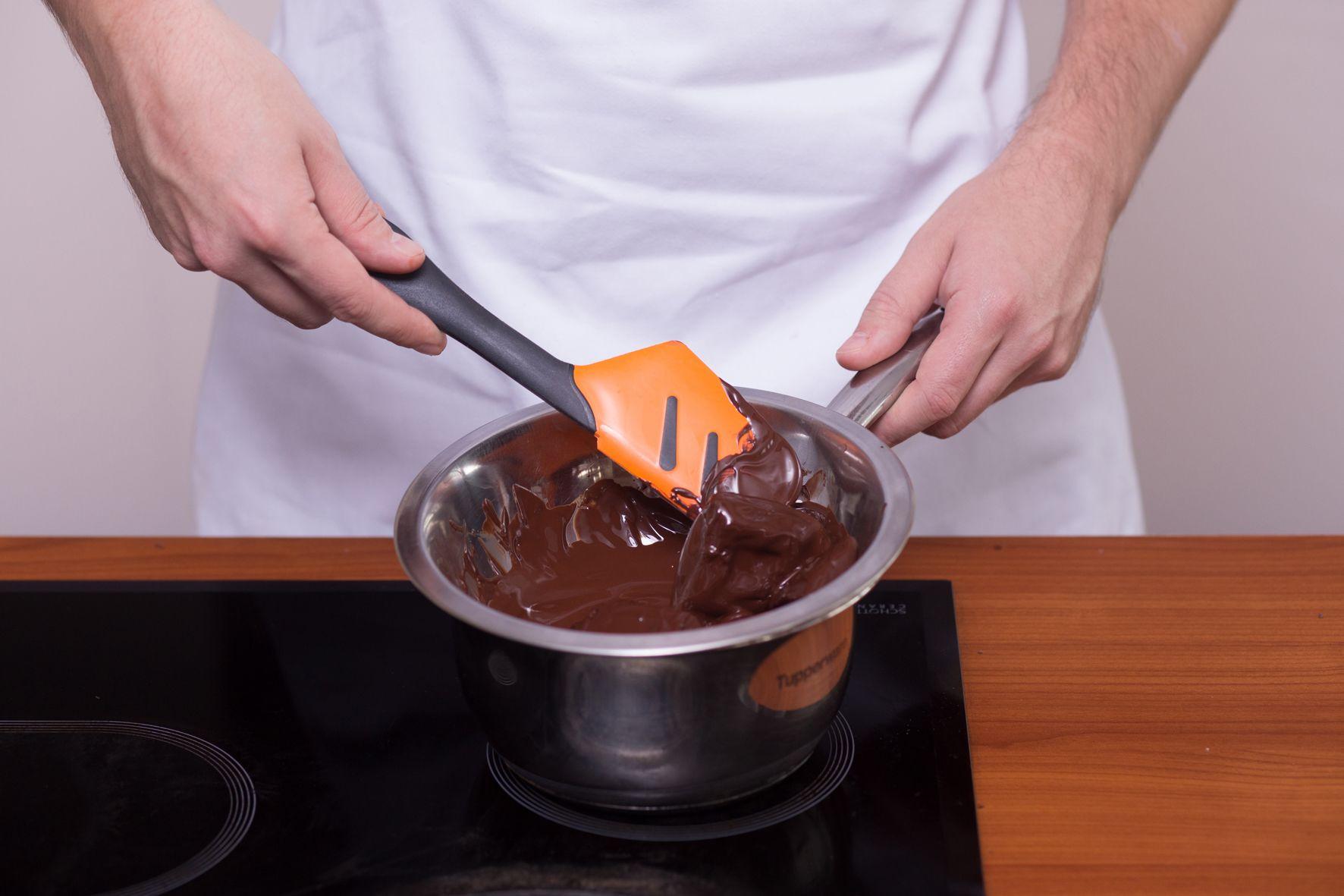 Как растопить шоколад в домашних условиях для торта, кексов и других блюд: рассказываем об основных способах и даем рекомендации