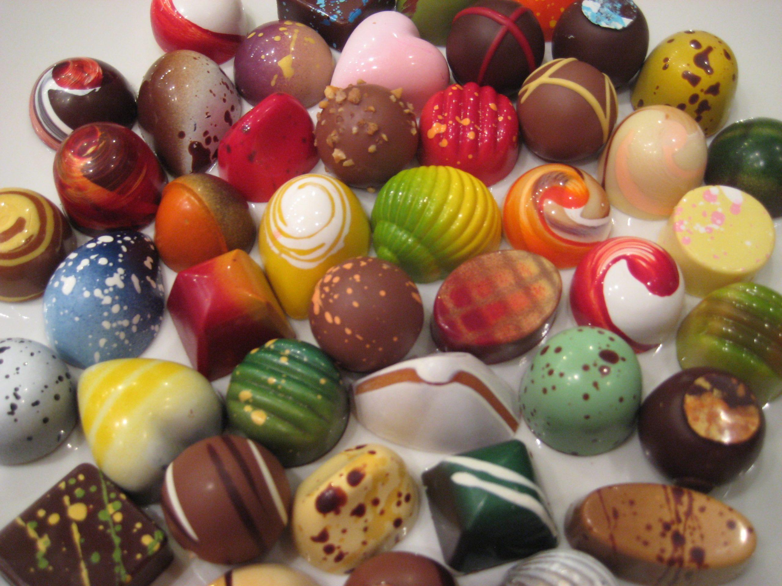 В какие цвета можно окрасить шоколад