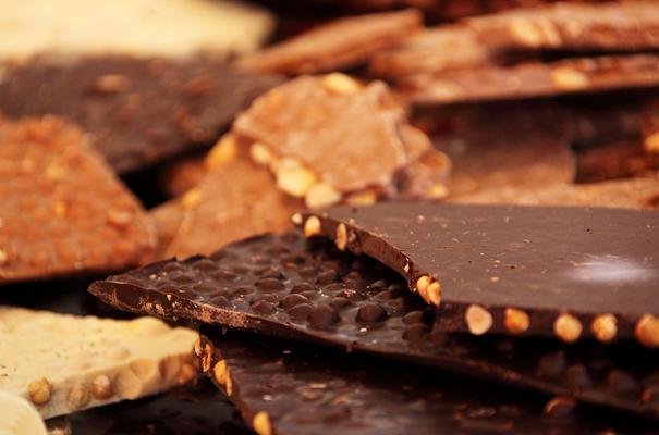С какого возраста можно давать шоколад ребенку: разбираемся в тонкостях вопроса