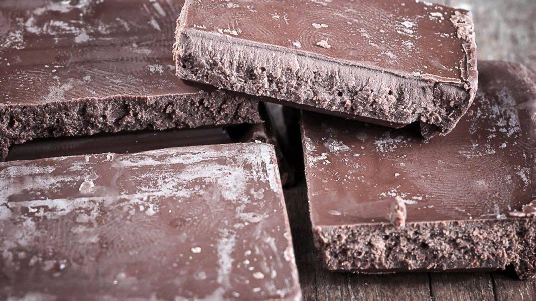 Можно ли есть просроченный шоколад или сладость с белым налетом